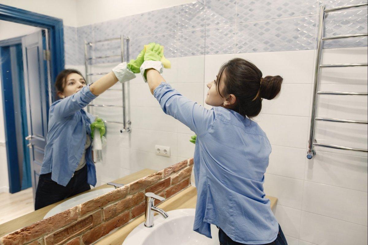 Piperetakarítás a fürdőszobában